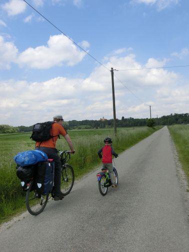 auf gut ausgebauten Radwegen