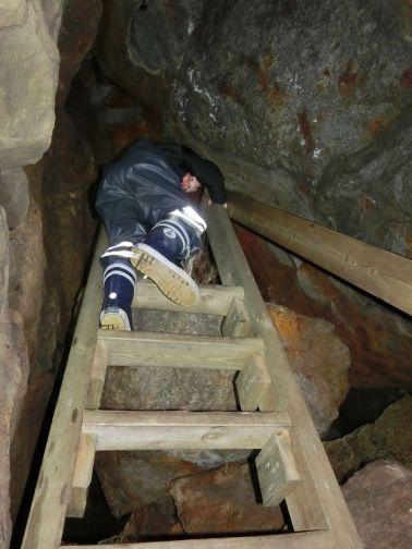 ...und eine Leiter hinunter..