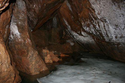 ...ghet es in die Eishöhle