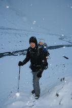 Wandern im verschneiten Tal