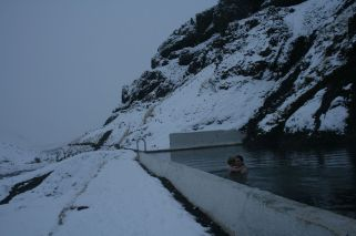 Seljavallalaug im Schnee