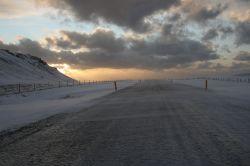 die Straße zum Strand: Eis, Wind, Schnee