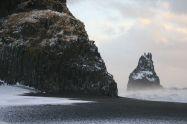 Basaltsäulen am Strand (da gibt es auch ein Höhle, die war aber bei den Konditionen nicht zu erreichen)