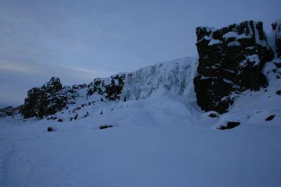 zugefrorener Wasserfall