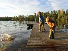 Steine schmeißen - ein Dauerbrenner bei den Kindern