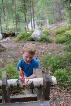 Lageralltag: Holz machen