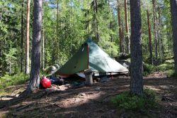 unser Zelt ist ein kleines bisschen zu groß für die Paletten, da muss man sich immer etwas einfallen lassen