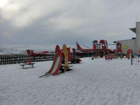 in Grönland gibt es überall gut ausgestattete Spielplätze
