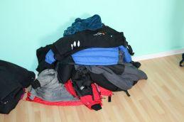 Kleiderstapel, um für arktische Temperaturen gerüstet zu sein