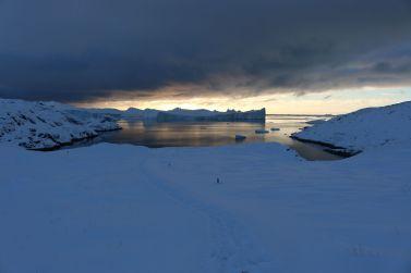 wir setzen unseren Weg zum Sermermiut Tal fort...