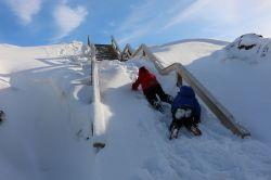 zugeschneite Treppe zum Aussichtspunkt