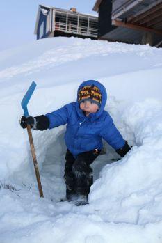 ...und Schneehöhlen bauen
