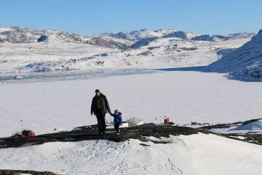 Blick auf die zugefrorene Bucht