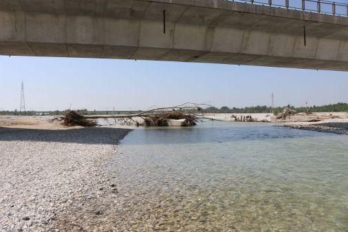 Einbauten unter der Brücke