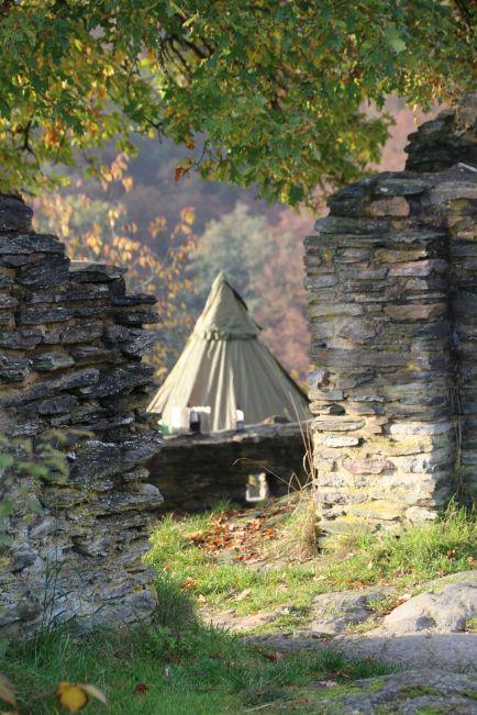 ein Zelt, alte Gemäuer, gutes Wetter - was will man mehr!