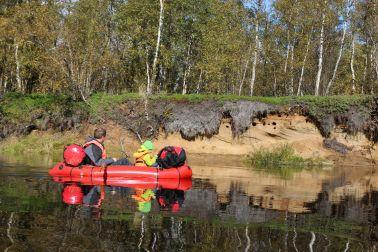 Höhlen im Flußufer