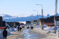 Straßenszene in Ilulissat