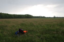 Flucht aufs Feld (das Bild ist allerdings erst entstanden, als das Gewitter längst weitergezogen war)