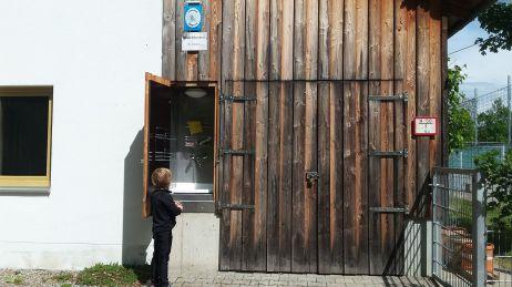 versteckter Waschplatz für Camper - nur mit Schlüssel zugänglich