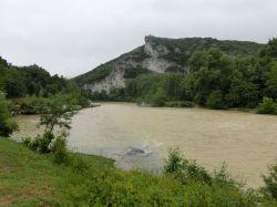braun verfärbte Wassermengen nach einem Unwetter