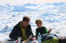 Brotzeit über dem Eisfjord - hier verschonen uns zumindest die Fliegen!