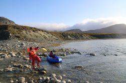 auch nach unserer Ankunft beim Lager paddeln die Kinder noch lange weiter