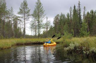 ein kurzer, mäandernder Flußlauf bringt uns zum See Somer