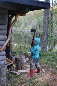 Jaaku hackt Holz